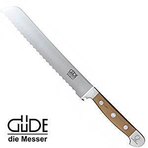 ドイツで有名な刃物の街ゾーリンゲンで100年以上続く老舗ナイフメーカー。鍛造から研磨まで40以上の工程を熟練職人が全て手作業で丁寧に行っています。もっと読む